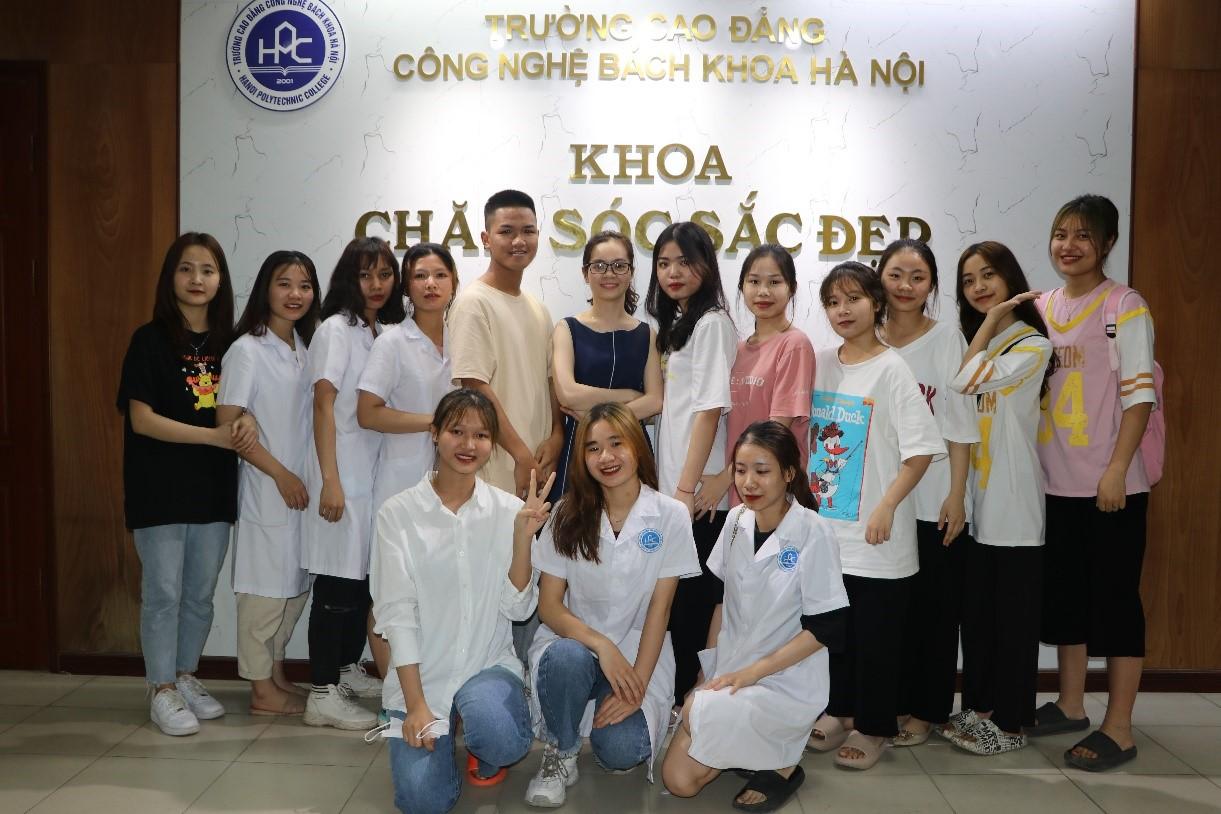 Sinh viên Khoa Chăm sóc sắc đẹp HPC
